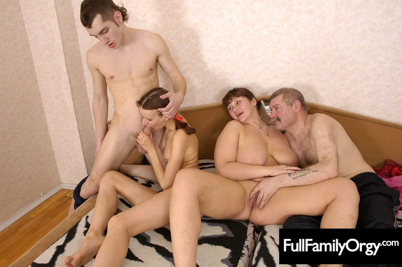Hot Naked Pics mum dad son daughters sex together